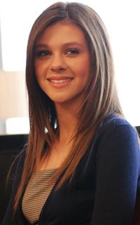 Nicola Peltz.png