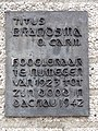 Nijmegen - Plaquette bij het beeld van Titus Brandsma gemaakt door Gerard Mathot in de Thomas van Aquinostraat.jpg