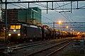 Nijmegen 189 097 met een keteltrein (12330362284).jpg