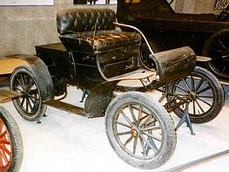 Economy car - 1902 Oldsmobile Curved Dash runabout