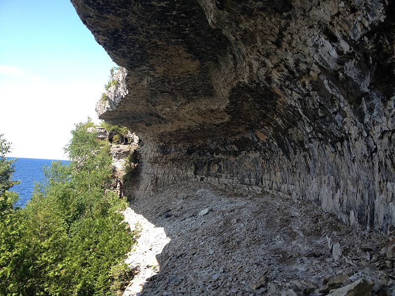 File:Overhanging Point along the Bruce Trail.JPG
