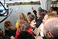 Pétalos en el Lago de la Casa de Campo para conmemorar el Día Internacional del Pueblo Gitano 01.jpg