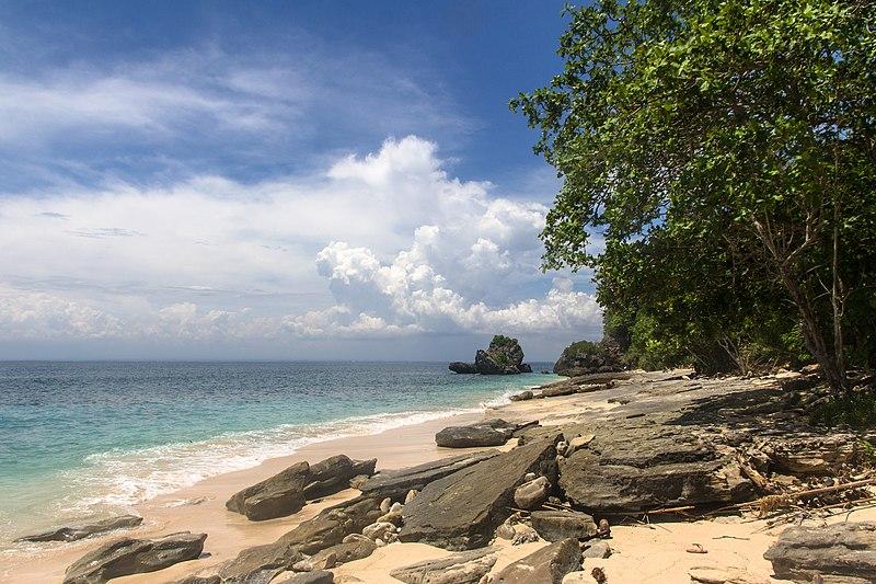 File:Padang Padang Beach - panoramio (1).jpg