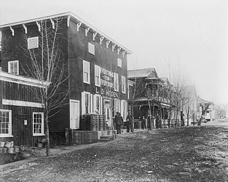Palmyra, Virginia - 1912 street scene, showing L.O. Haden's general store