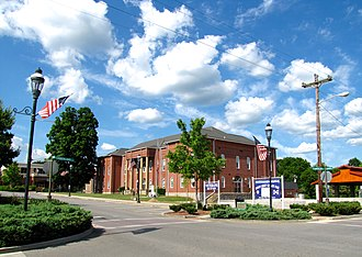 Pikeville, Tennessee - Courthouse Square in Pikeville