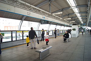 Platform of Dafen Station.JPG