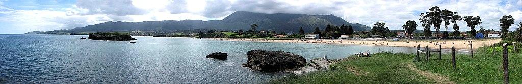 Playa de La Isla, en el concejo de Colunga (Asturias).