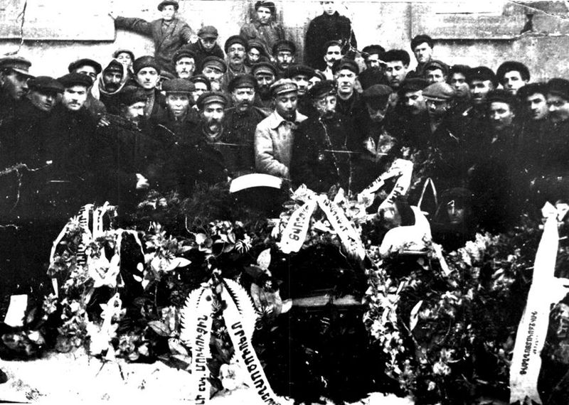 800px-Poloz_Mukuch_funeral.jpg