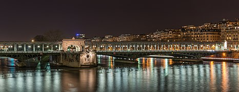 Pont de Bir-Hakeim at night as seen from Promenade d'Australie 140223 5.jpg