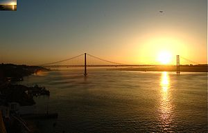 Lisbon Half Marathon - The mass race begins by crossing the Ponte 25 de Abril bridge