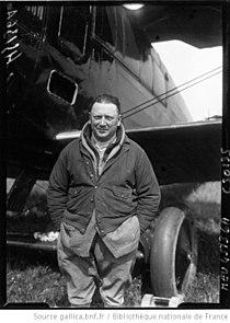 Portrait de Georges Pelletier-Doisy devant son avion à Villacoublay.jpg
