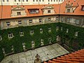 Praha, Staré Město, Karolinum, Slovanská knihovna, pohled do dvora Klementina.JPG
