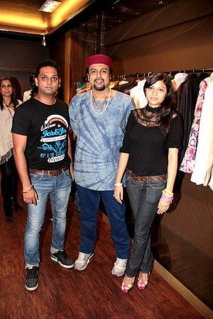 Salman Ahmad - Image: Prashant Shirsat, Salman Ahmed, Khushi at Khushiz store (3)