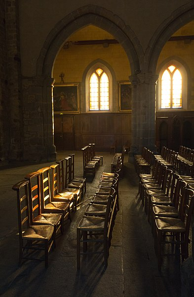 Fichier prie dieux dans la nef de l 39 glise notre dame en - Magasins de meubles rennes ille et vilaine ...