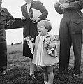 Prinses Margriet met pop, Bestanddeelnr 900-6110.jpg