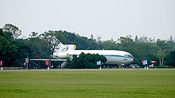 ROCAF Boeing 727-100 2722 at Ching Chuang Kang Air Force Base 20161126.jpg