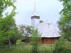 RO MM Remecioara wooden church 6.jpg