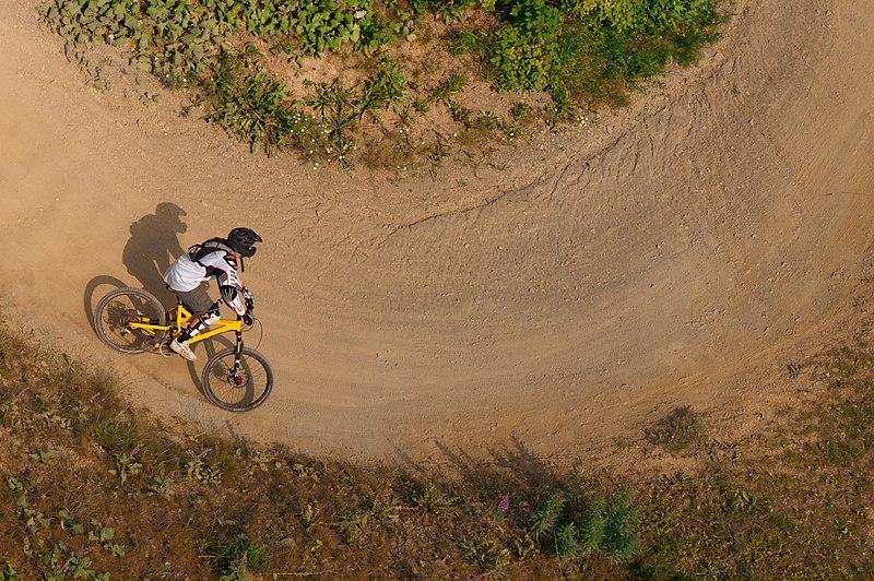 File:Radfahrer Winterberg.jpg