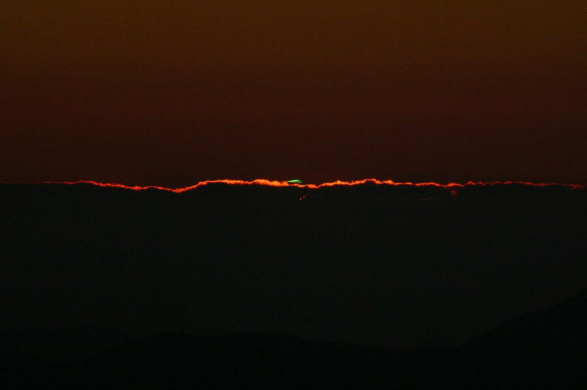 File:Rayon vert observatoire de La Silla.jpg - Wikimedia Commons