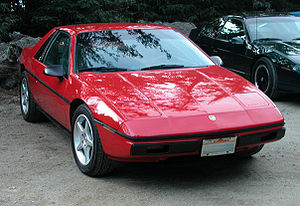 English: 1984 Pontiac Fiero. Aftermarket rims.