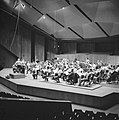 Repetitie van een orkest, vermoedelijk het Israël Philharmonic Orchestra in het , Bestanddeelnr 255-1734.jpg