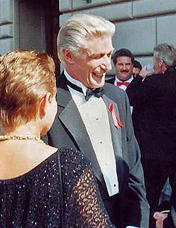 Richard Mulligan vid 1991 års Emmy Awards.