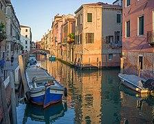 Rio di Santa Caterina ponte dei Gesuiti Cannaregio Venezia.jpg