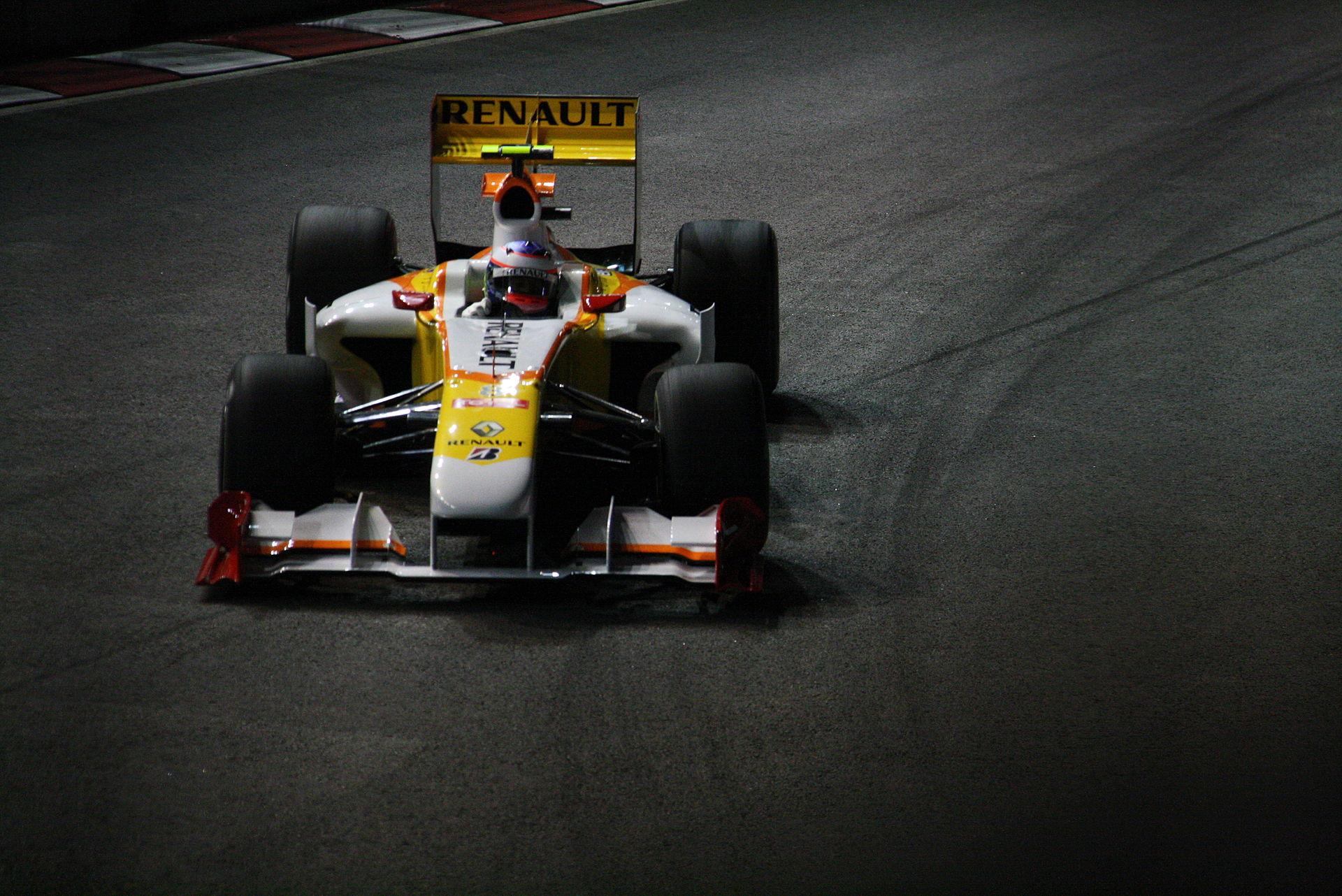ING beëindigt er direct het contract met Renault waardoor de wagens zonder hoofdsponsor het seizoen moeten afmaken.