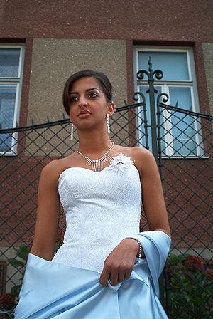 Romani society and culture - A bridesmaid at a Romani wedding in Brno, Czech Republic (2006 photograph)