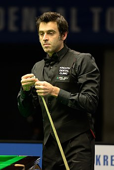 Ronnie O'Sullivan chalking his cue