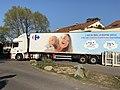 Rue Honoré de Balzac (Saint-Maurice-de-Beynost) - camion de livraison Carrefour Contact.jpg