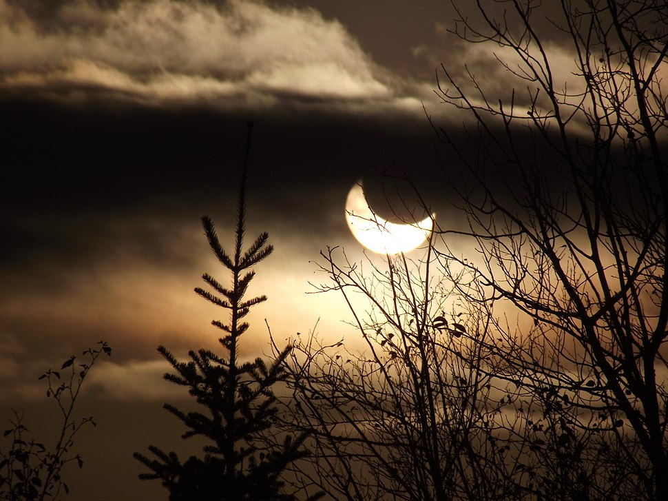 SNF TofteRangerDistrict FC102314 solar eclipse (15430752428)