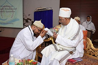 Alavi Bohras - Paying respect by offering Salaam and performing Qadam-bosi to Saiyedna saheb