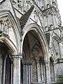 Salisbury Cathedral- memwest door - geograph.org.uk - 1900836.jpg