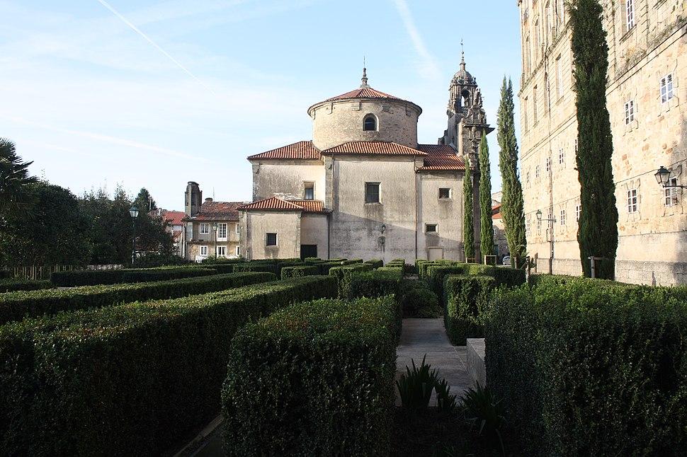 Santiago 15-64b, cemiterio de peregrinos na rúa da Trindade