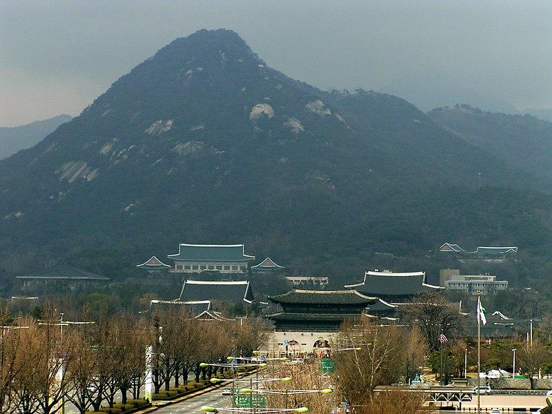 File: Seoul Gyeongbokgung Blue House Bukhansan.jpg