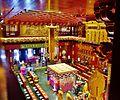 Singapore Buddha Tooth Relic Temple Innen Vordere Gebetshalle 03.jpg