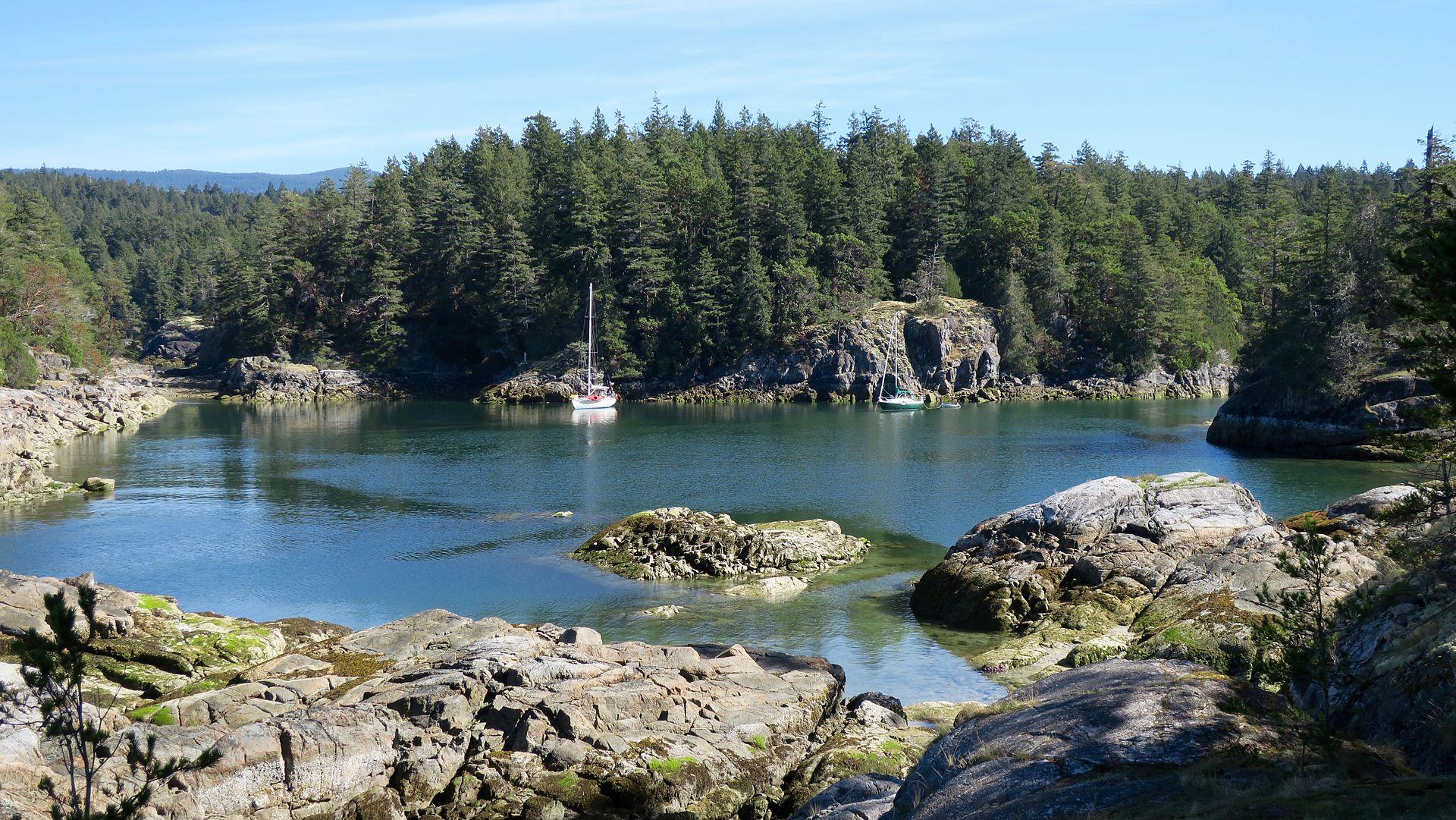 1920px-Smuggler_Cove_Marine_Provincial_P