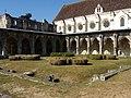 Soissons (02), abbaye Saint-Jean-des-Vignes, cloître gothique, angle sud-ouest, et réfectoire.jpg