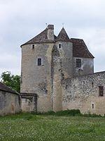 Le château de Montaigne a été presque complètement détruit par un incendie en 1885, mais la tour où se trouvait la bibliothèque de Montaigne a échappé au feu et est demeurée inchangée depuis le XVIe siècle.