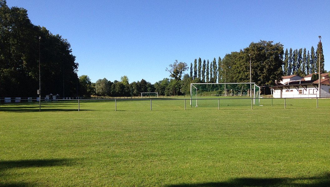 Stade de foot de St Cyr s/ Menthon