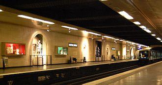 Louvre – Rivoli (Paris Métro) - Image: Station louvre rivoli