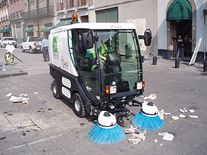 Street sweeper - A compact street sweeper tackles litter in Mexico City