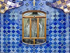 The interior of Casa Batllò - patterns designed by the great artist Gaudi - panoramio.jpg