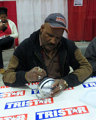 Thomas Henderson (American football) - Image: Thomas Henderson signing autographs in Jan 2014