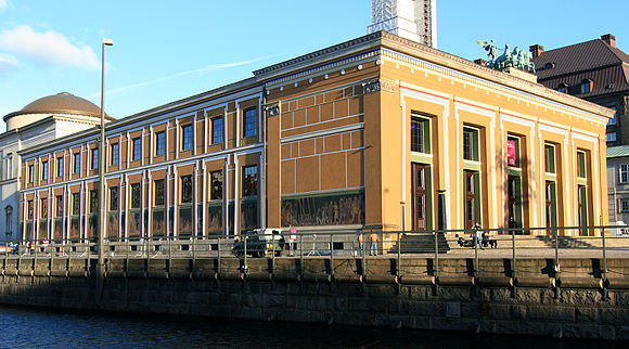 Thorvaldsens Museum as seen from the canal Thoraldsens Museum.jpg