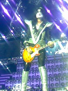Tommy Thayer in helsinki 2008.jpg