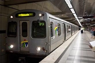 Tren Urbano - Train arriving in Rio Piedras station