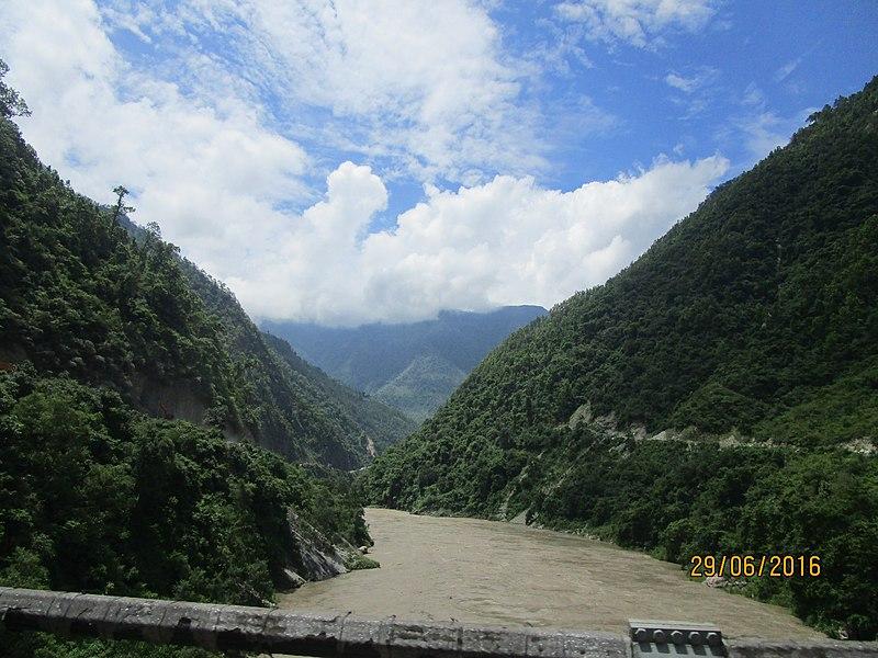 File:Trishuli River Darechok.jpg