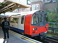 Tube(Hendon Central) - panoramio.jpg